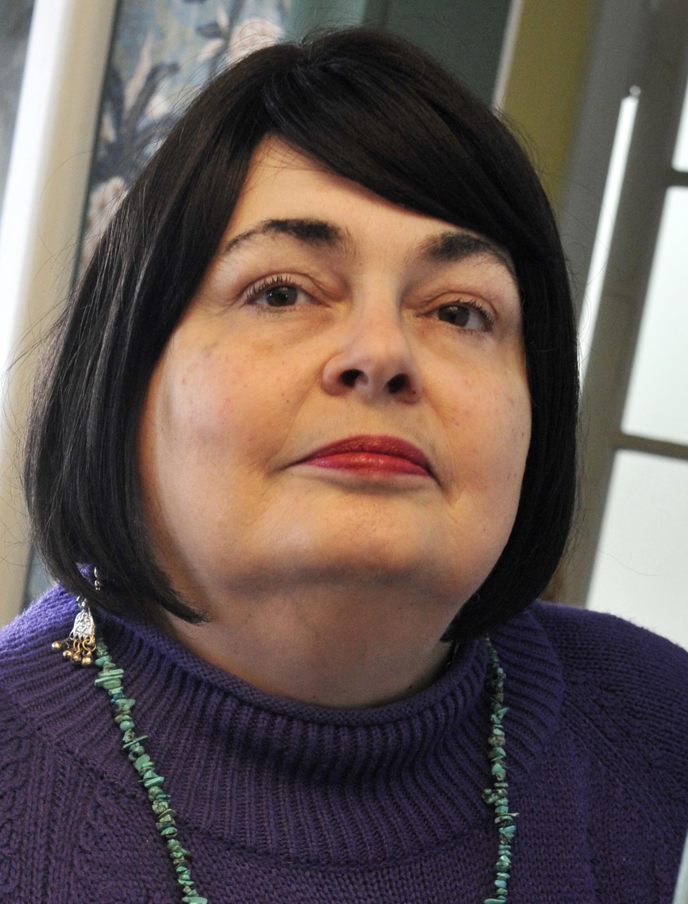 Linda R headshot